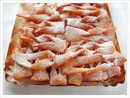 Ricette dolci tipici di carnevale le chiacchiere dolci for Ricette dolci di carnevale