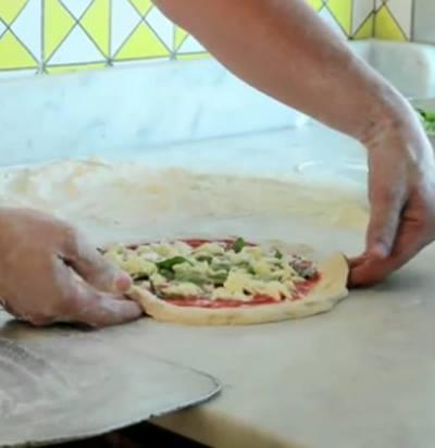 Ricetta Impasto Pizza Napoletana Gino Sorbillo.Pizza Napoletana La Ricetta Di Gino Sorbillo Italiasquisita Net